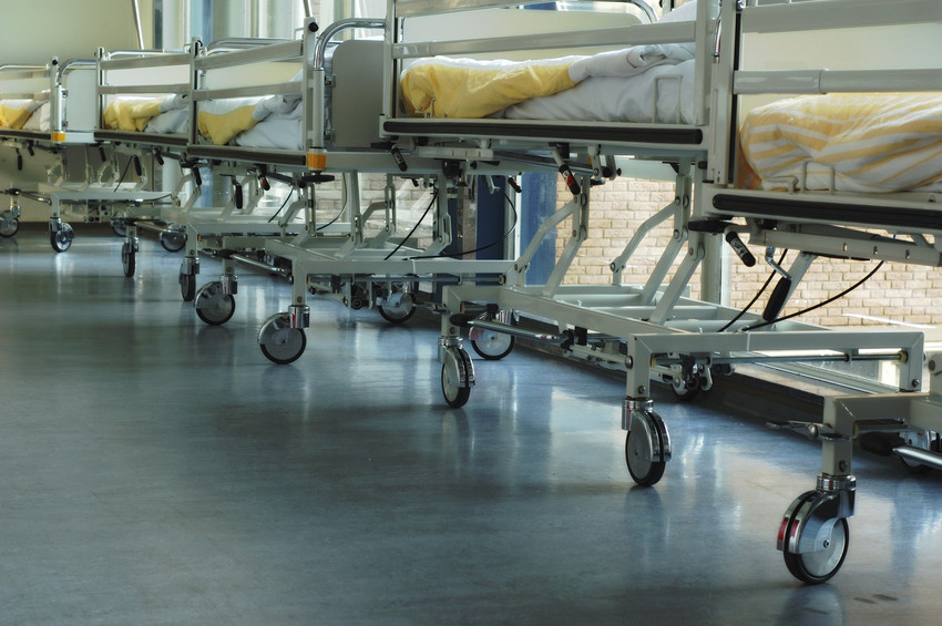 RS1233_hospital trolleys-scr.jpg