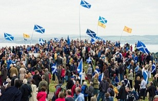 crowd-with-scottish-flags.jpg (2)